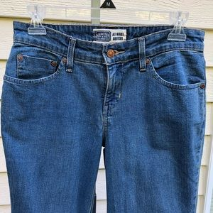 Signature Levi Strauss Jeans. Bootcut Jeans. 6M